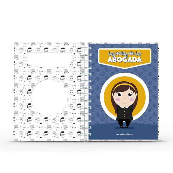 Cuaderno pequeño con diseño de abogada